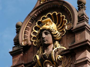 Pallas Athena schmückt die Fassade der Universitätsbibliothek Heidelberg